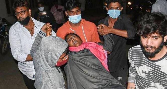 Загадочная болезнь в Индии. Один мертвый, число заболевших за день превысило 300 человек