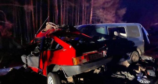 В ДТП на Луганщине автомобиль погибшего полицейского протаранил микроавтобус с депутатами