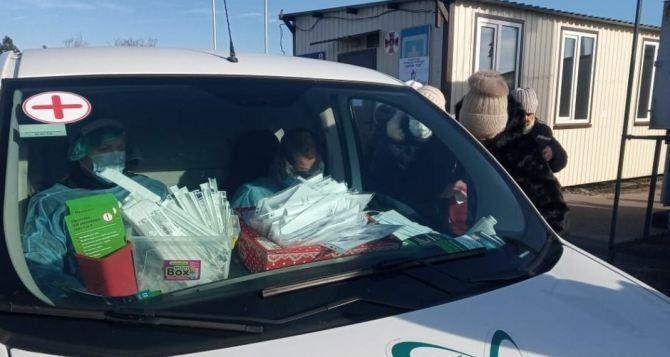 Сдача теста на коронавирус на КПВВ «Станица Луганская»: на что необходимо обратить внимание. ФОТО