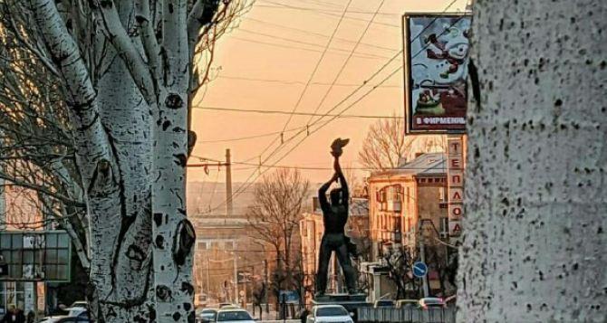 Как в Луганске готовятся к Новому Году. ФОТО города сегодня