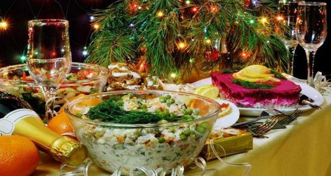 Во сколько обойдется новогодний праздничный стол для семьи из 4-х человек