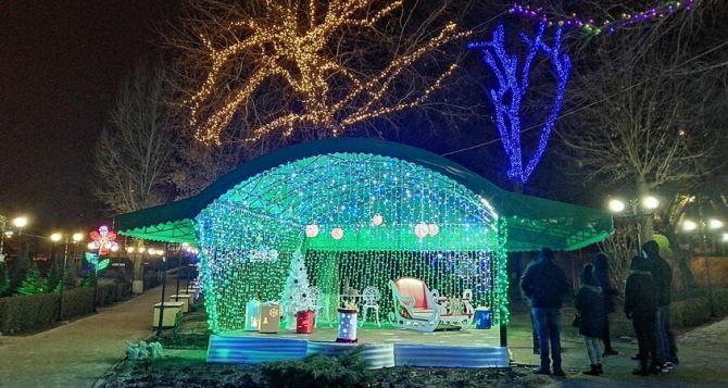 Луганчанам советуют обязательно вечером сходить в Парк имени 1Мая. Атмосферные ФОТО