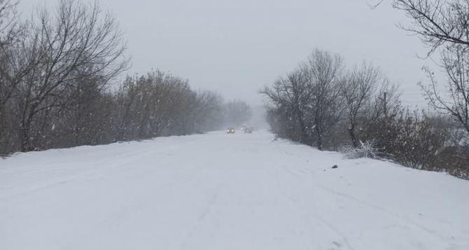В связи с ухудшением погодных условий в Донбассе водителей призывают от междугородних поездок