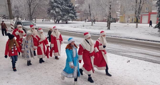 В Луганске сначала запретили, а сегодня снова разрешили проведение массовых новогодних мероприятий