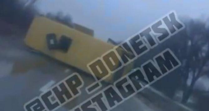 Недалеко от КПВВ «Еленовка» перевернулся рейсовый автобус. Много пострадавших. ФОТО