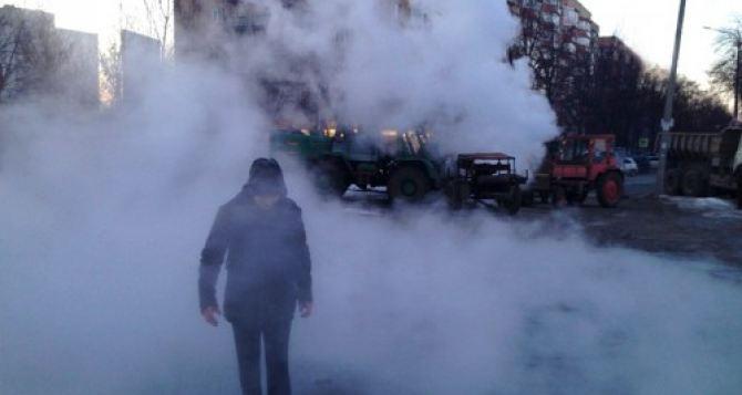 Алчевск опять на пороге отопительного коллапса: 400 домов осталось без тепла из-за аварии на теплотрассе