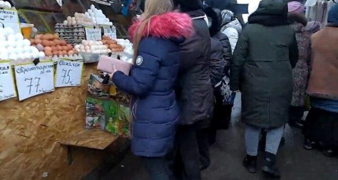 Дончанка сходила на рынок за новогодними покупками: цены и ассортимент удивили. ФОТО