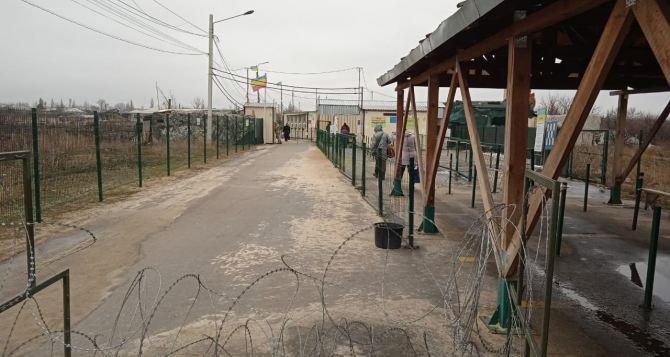 За неделю через КПВВ «Станица Луганская» прошли 5737 человек. 18 человек пройти не смогли