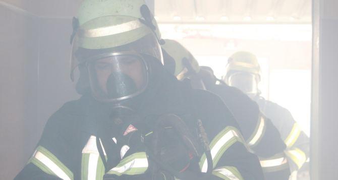 В Станице Луганской рано утром тушили пожар