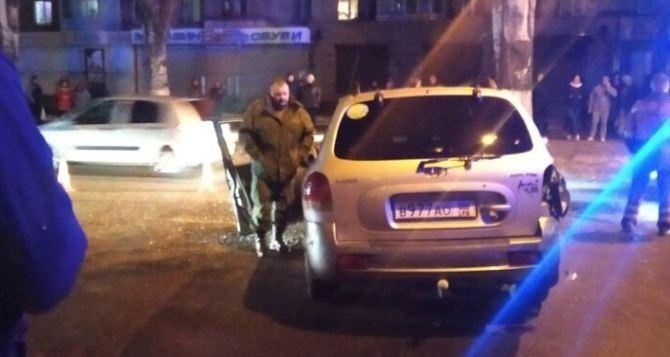 На улице Советской в Луганске, из-за пьяного водителя выехавшего на встречку, столкнулись 4 автомобиля. ФОТО