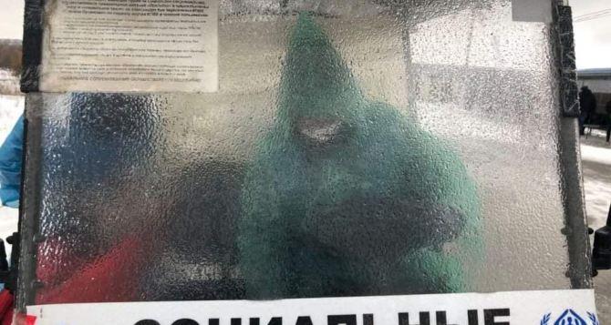 Из-за сложных погодных условий на КПВВ «Станица Луганская» прекратили подвоз граждан. Пенсионеров просят остаться дома. ФОТО