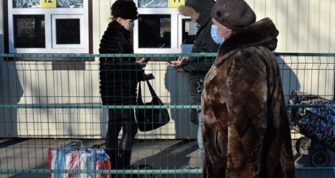 Накануне Старого Нового года через КПВВ в Станице Луганской прошло около 850 человек.