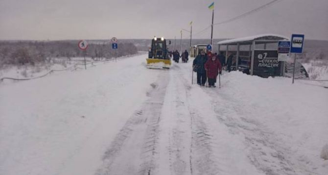 Вчера, 14января, через КПВВ «Станица Луганская» поток в Луганск был значительно больше