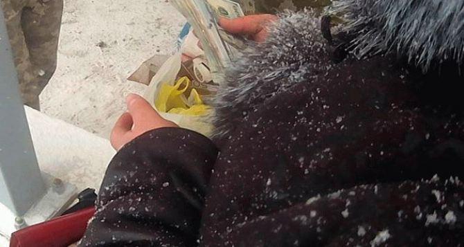 На КПВВ жительница Донецка попыталась подкупить пограничников