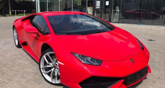В Донецке выставили на продажу спортивный суперкар Lamborghini Huracan 2014 года выпуска. ФОТО