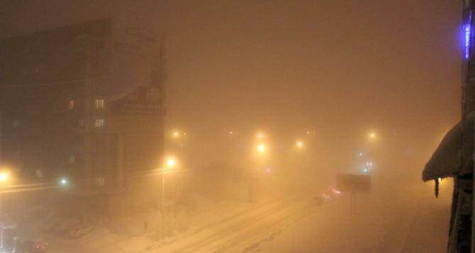 На сегодняшнее утро в Луганске объявили штормовое предупреждение