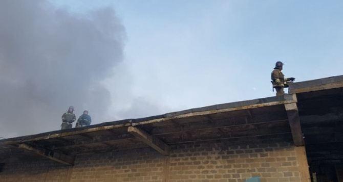Площадь пожара в Луганске на складе ГСМ составляет порядка 1,8 тысяч квадратных метров. ФОТО