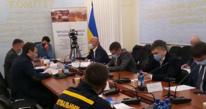 На заседание Временной следственной комиссии глава ГСЧС Луганщины Пшик пришел с адвокатом