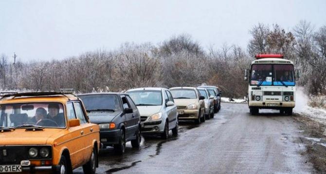 Под Донецком при попытке прорваться через блокпост на автомобиле был убит водитель, пассажир ранен. ВИДЕО
