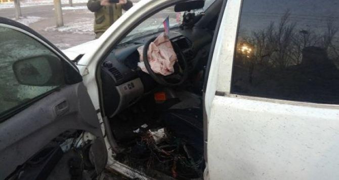 В Горловке в автомобиле сработало взрывное устройство. В авто был военный и его дочь-школьница. ФОТО
