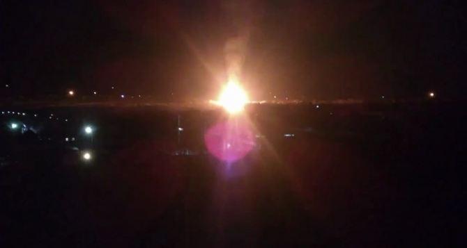На востоке Луганска взрыв и крупный пожар на газораспределительном узле. ФОТО. Добавлено ВИДЕО