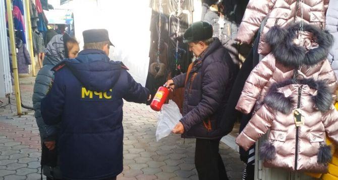 В Луганске мошенники в форме МЧС проводят проверку пожарной безопасности и вымогают деньги
