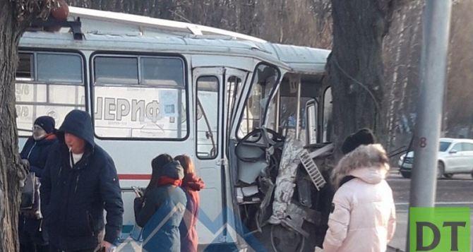 В Макеевке столкнулись два пассажирских автобуса. Десять человек пострадали. ФОТО