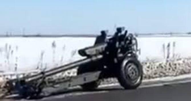 На Луганщине пушка, отцепившаяся от военного грузовика, протаранила остановку с людьми. Трое пострадавших госпитализированы