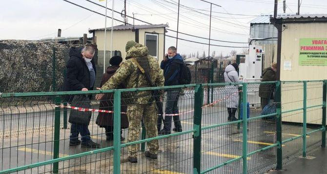 За неделю через КПВВ в Донбассе прошло около 9,5 тысяч человек. Десять человек пройти не смогли, еще четырех задержали. ФОТО