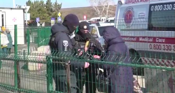 В пятницу, не смотря на «облаву» в Станице Луганской, через КПВВ смогли пройти 1317 человек