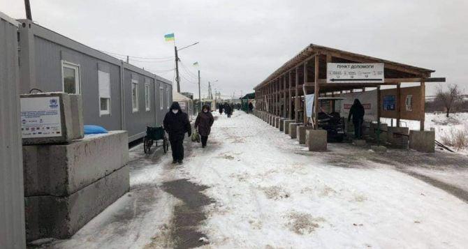 Вчера, 8марта через два КПВВ на Донбассе смогли пройти всего лишь 873 человека. Троих в Украину не пустили