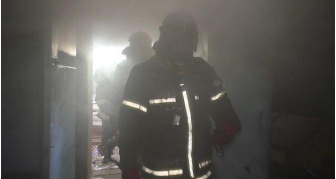 В Луганске во время пожара в многоэтажке погибла одинокая пенсионерка