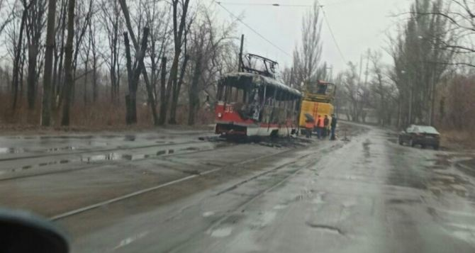 В Донецке утром сгорел трамвай. ФОТО