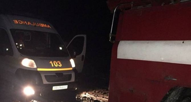 Дороги в ЛНР: скорая помощь не смогла доехать до больного— застряла в канаве.