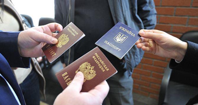 Жителей Донбасса, имеющих российский паспорт, депортировать не будут. Ну не сразу.