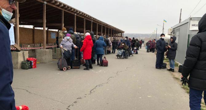 На прошлой неделе на 20% пассажиропоток на КПВВ «Станица Луганская». Пиковыми днями были вторник и среда