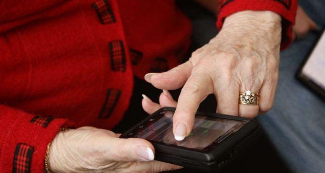 Пенсионеры Луганска и Донецка получат доступ к госуслугам через виртуальный мобильный номер уже в июле