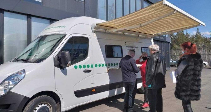 На КПВВ «Счастье» начал работать мобильный сервисный центр МВД