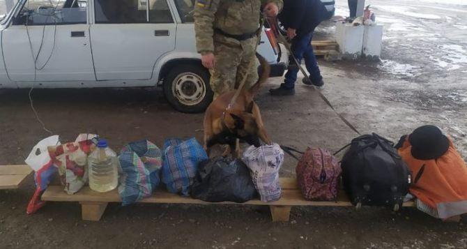 Вчера линию разграничения на Донбассе смогли пересечь 1627 человек и 40 автомобилей. Проблемы возникли у луганчанки, которая возвращалась из Испании