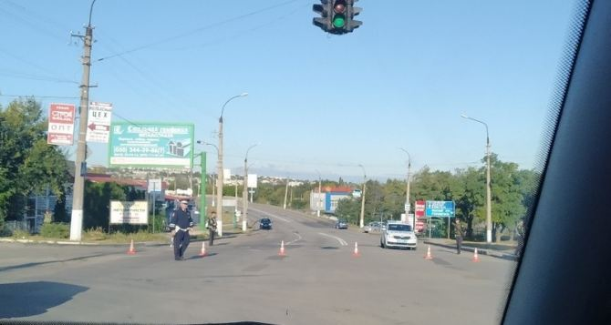 Завтра ограничат движение через путепровод в Луганске