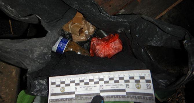 У жителя Стаханова обнаружили гранаты и патроны