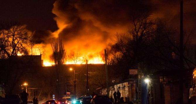 В Донецке рассказали подробности пожара на мясокомбинате. Выгорело 3 тысячи квадратных метров. ФОТО