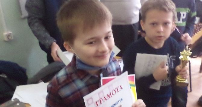 Команда юных шахматистов из Луганска заняла первое место на турнире в Москве