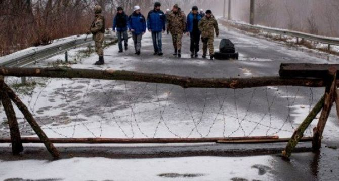 Единственный вопрос, в котором Киев и Луганск достигли консенсуса. Деньги в мешках передадут через мост у Счастья.