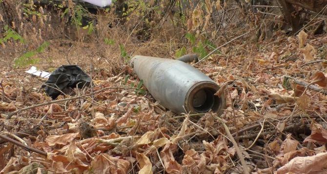Во дворах жилых домов обнаружили два неразорвавшихся боеприпаса