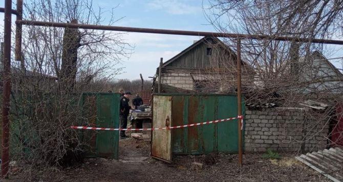 В Станице Луганской обнаружены два трупа, зарубленных топором. ФОТО