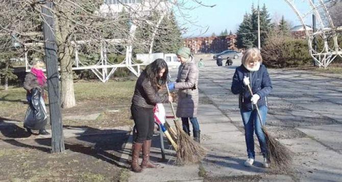 В общегородском субботнике приняло участие более 12 тысяч жителей Луганска