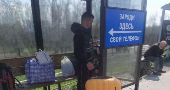 На КПВВ «Станица Луганская» установили «умные остановки». ФОТО