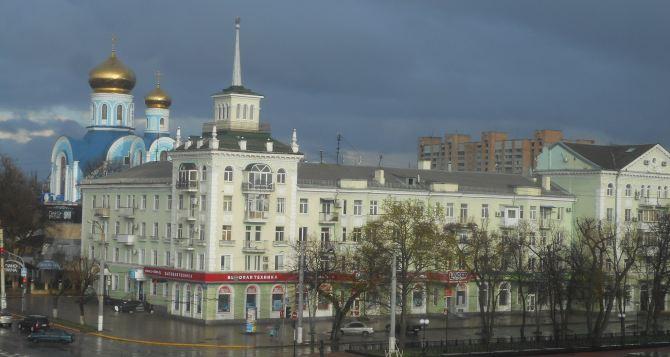 В Луганске прошел сильный дождь с грозой. ФОТО