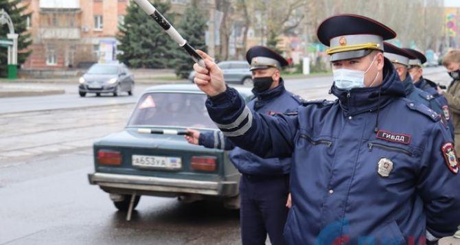 В центре Луганска полиция проверяет маршрутки. ФОТО